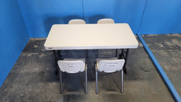Picture of Kids Table with 4 Kids Chairs