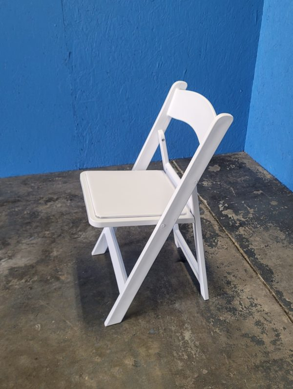 Side View Picture of Resin Chair
